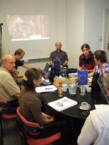 Angeregte Diskussionen unter den Projektpartnern