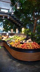 Das Bio-Obst-Sortiment im Bioladen des Biohofs Achleitner