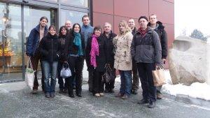 Gruppenfoto vor dem Bioladen des Biohofs Achleitner